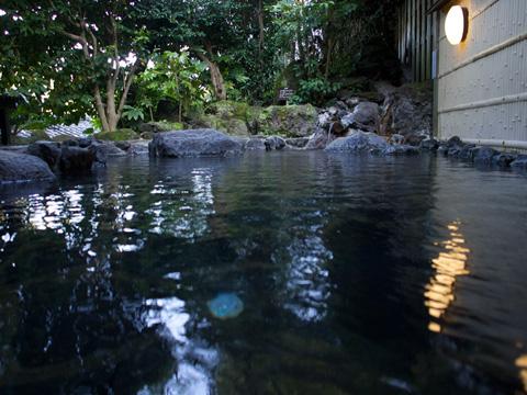 貸し切りもできる野趣溢れる露天風呂