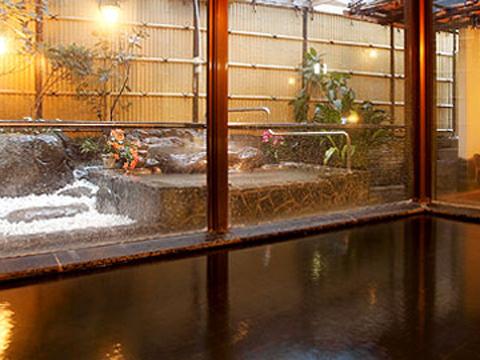 自家源泉から湧き出る24時間天然温泉掛流しの大浴場