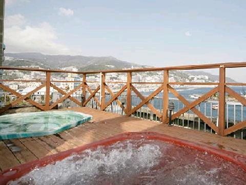 熱海港の絶景を望む屋上の露天ジャグジー