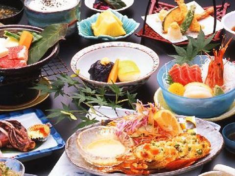 沼津港から毎朝水揚げされる魚介類が中心の料理