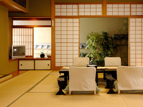 趣の異なる数寄屋造りの和室