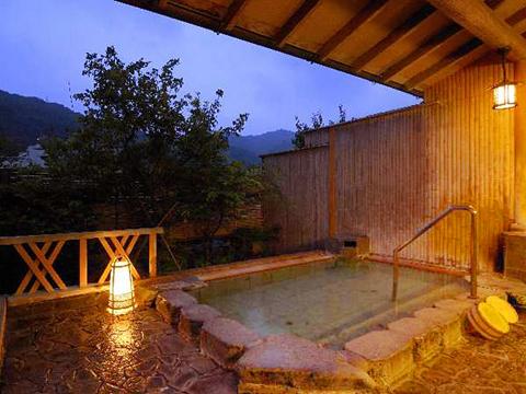 伊豆の山並みを眺める大浴場