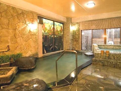 24時間ご利用いただける低温設定浴槽もある大浴場