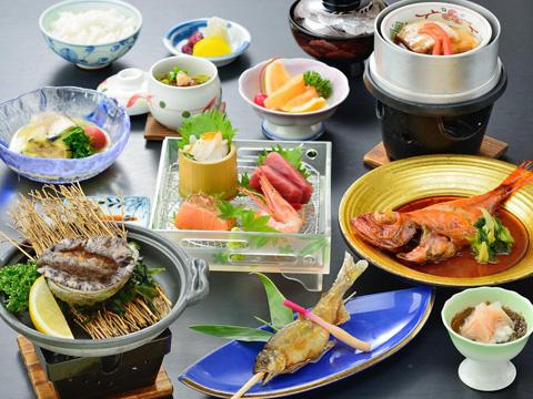 地元熱海の海の幸を盛り込んだ季節に合わせたお料理