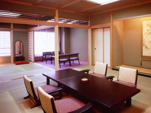 贅沢な空間が広がる数寄屋造りの趣ある客室