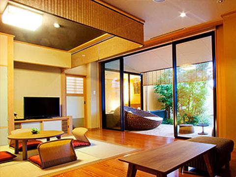 湯宿一番地で最上級の露天風呂とウッドデッキが付いたお部屋